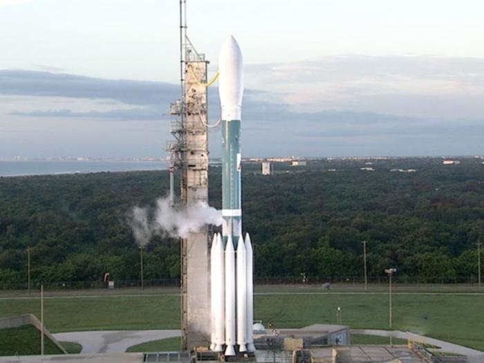 Nasa lança foguetes pra lua
