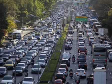 Fumaça de carro aumenta risco de ataque cardíaco e de problemas ...
