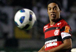 Flamengo aposta em Ronaldinho Gaúcho contra o Ceará às 18h