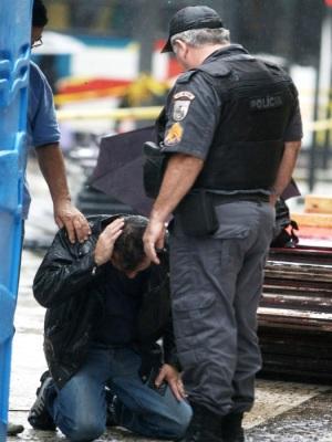 Briga entre policiais
