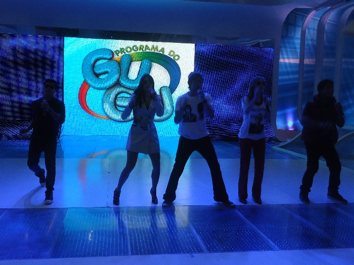 A banda Rebeldes se apresentou no palco do Programa do Gugu (Record) e fez um bate-papo no R7. Leia mais!