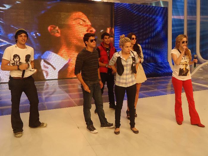O R7 acompanhou Micael Borges, Sophia Abrahão, Chay Suede, Arthur Aguiar e Lua Blanco nos bastidores da Record neste domingo (6). Leia mais!