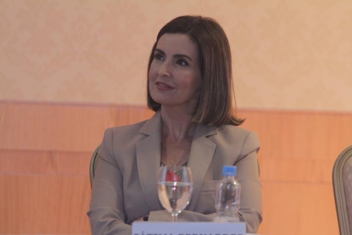 Globo troca Fátima Bernardes por Patrícia Poeta no comando do ...