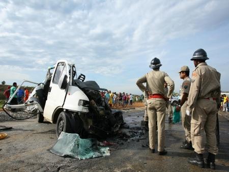 acidente de carro - BR 101 - 6.11.2008