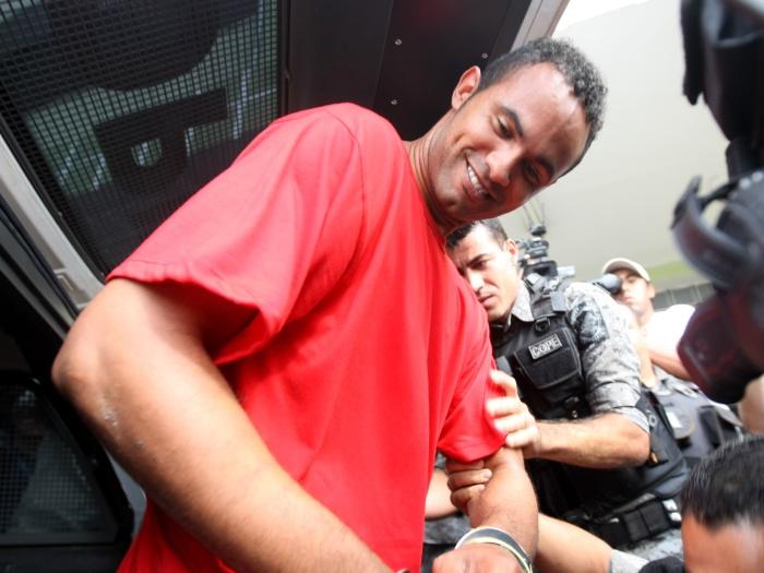 Goleiro Bruno presta depoimento sobre ameaças