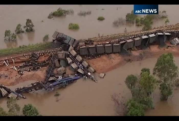trem descarrilado, austrália, 700
