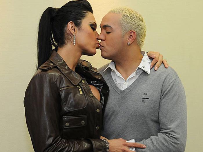 Gracyanne e Belo beijo