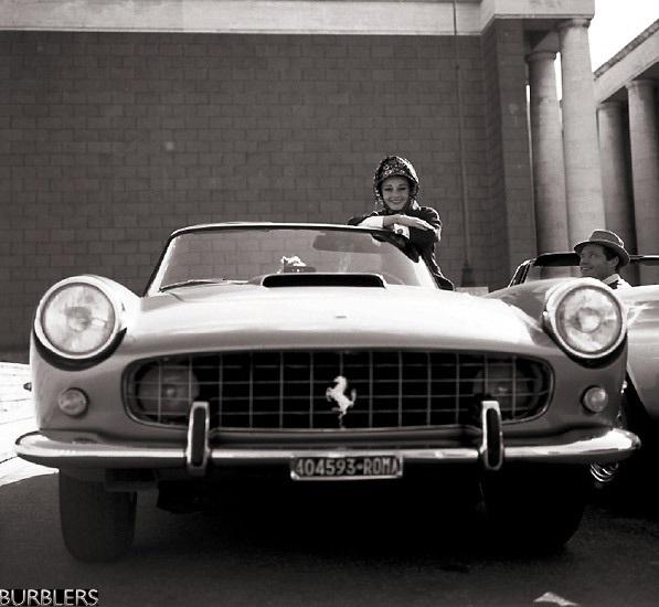 No Dia Internacional da Mulher, o R7 Carros homenageia as estrelas internacionais que gostam do visual, do som e do poder inconfundível das Ferraris. Para ...