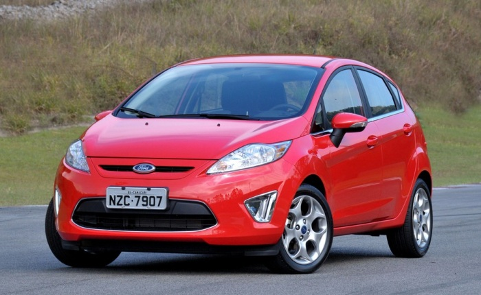 O Ford New Fiesta hatch  bom de olhar, bom de guiar e no tem nada a ver com o Fiesta Rocam, o modelo antigo que ainda  comercializado por aqui.  import...