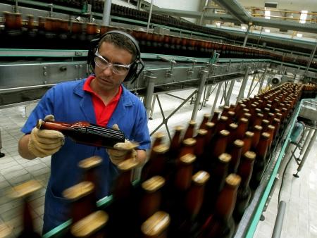 Técnico em cervejaria pode ganhar até R$ 5.000; conheça a profissão