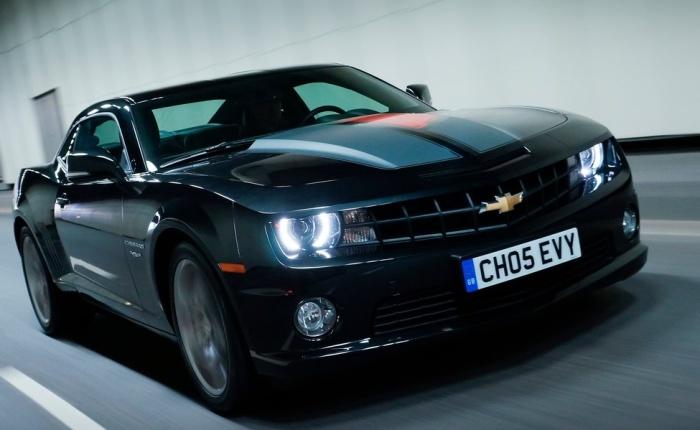 """A Chevrolet acaba de revelar na Europa a edição comemorativa dos 45 anos do Camaro, um dos """"muscle cars"""" mais icônicos do mundo. Veja nas próximas fotos o ..."""
