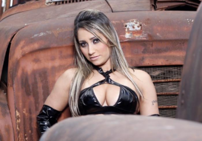 Conheça Kelly Holliver, musa do Brasiliense - Foto 3 - Distrito