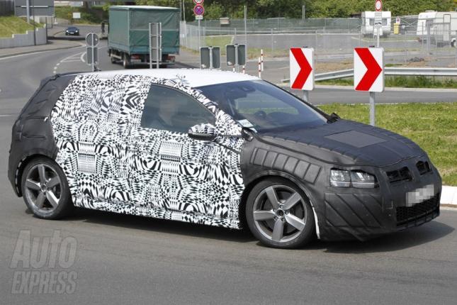 O presidente da VW no Brasil, Thomas Schmall, já afirmou que a sétima geração do Golf chegará ao País até 2014. Vale lembrar que, por aqui, o hatch ainda é...