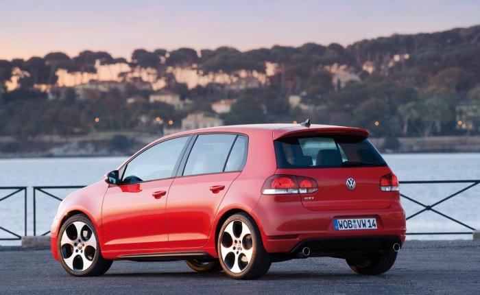 O VW Golf GTI atual é equipado com o mesmo motor 2.0 turbo que faz sucesso no Jetta TSI e em alguns modelos da Audi