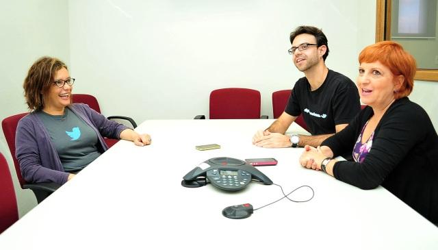 Jornalistas do Portal R7 entrevistam executiva brasileira que trabalha no Twitter