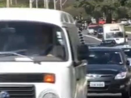 Motoristas devem quitar todas as multas e irregularidades antes de pagar o IPVA