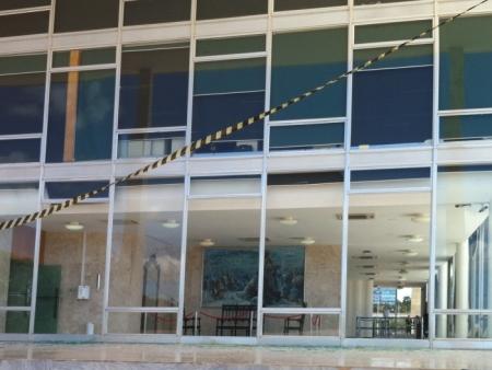 Rasante de caças da FAB quebra vidros de prédio do STF e Congresso