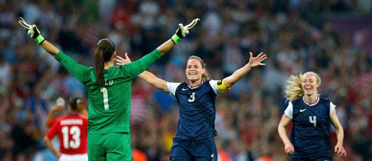 EUA batem o Japão e conquistam o ouro no futebol feminino
