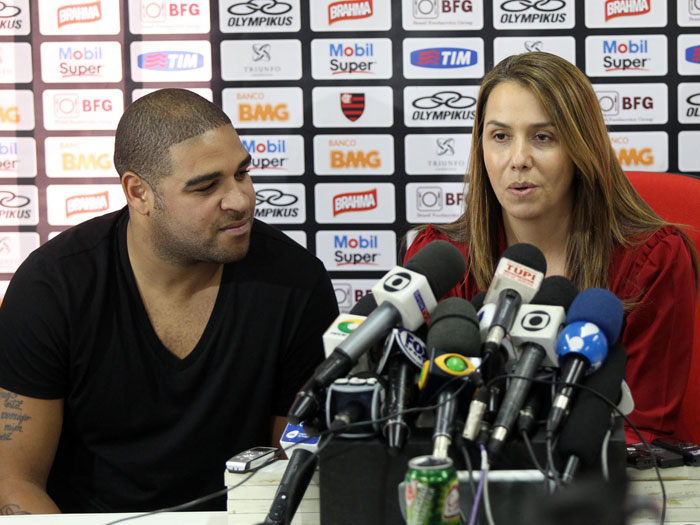 Adriano é apresentado ao Flamengo e admite receber 'última ...