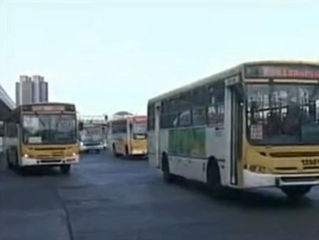 Após Justiça liberar, empresas entregam proposta para licitação de novos ônibus para o DF
