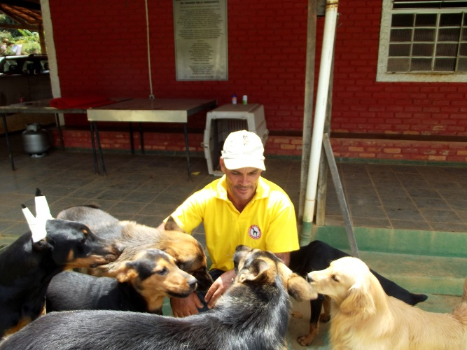 wagno lucio e seus cachorros