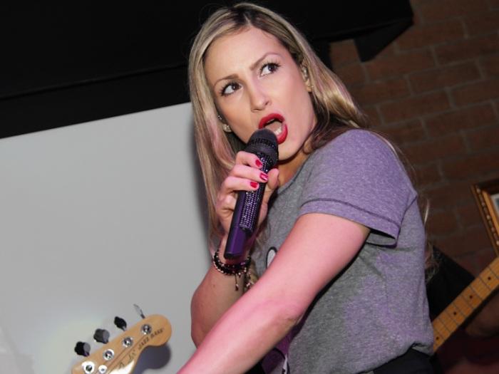 Claudia Leitte em pocket show em SP