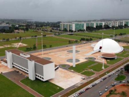 O Complexo Cultural da República recebeu três edificações de Oscar Niemeyer. A Biblioteca Nacional, o Museu Nacional e um pequeno restaurante