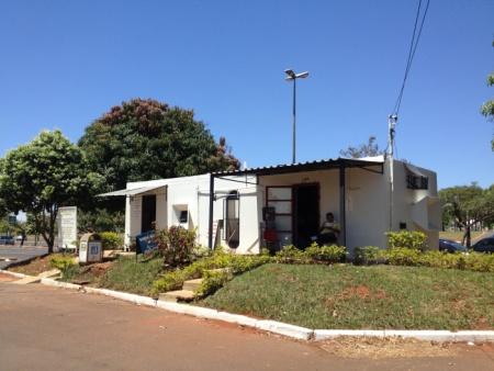 O Protótipo Habitacional, criado por Oscar Niemeyer, é usado como barbearia
