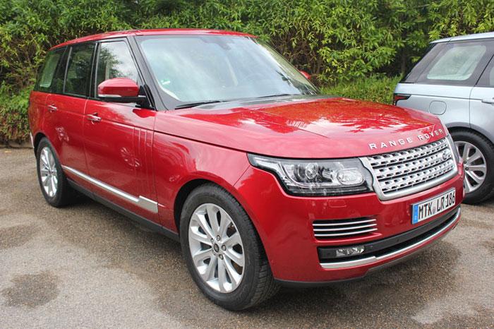 A Land Rover escolheu o relevo acidentado do Marrocos para apresentaro novo Range Rover Vogue. Com a estrutura feita de alumínio, o SUV ficou até 420 kg m...