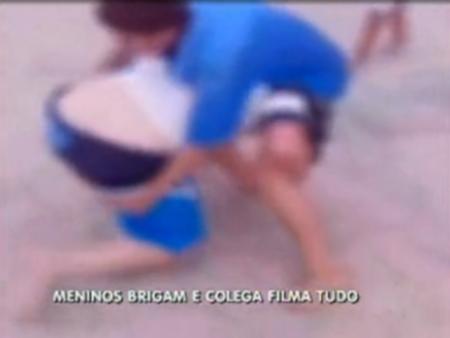 Vídeo flagra briga de adolescentes em quadra de esporte em Ceilândia