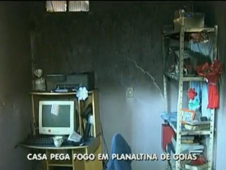 Casa pega fogo em Planaltina de Goias