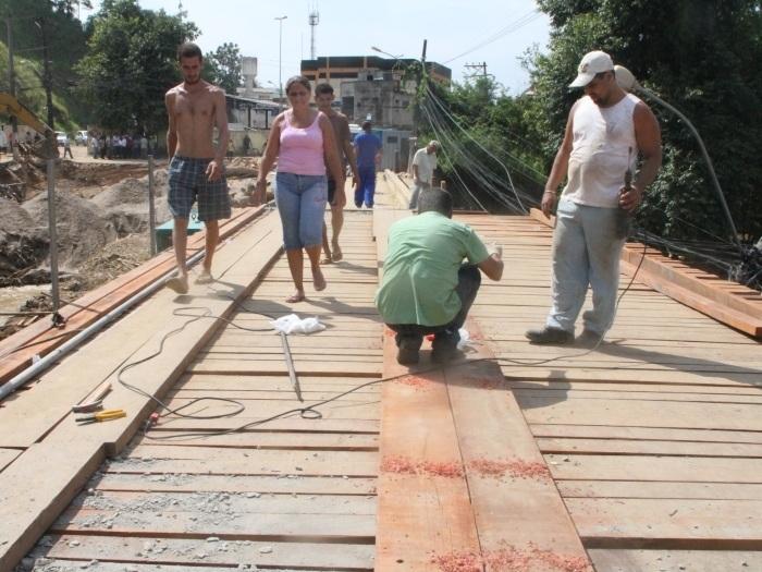 Carros só poderão usar ponte provisória construída em Xerém na ...