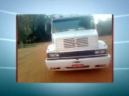 Frentistas dizem que viram um homem abrindo e ligando o motor do caminhão sem dificuldades