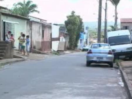 Postes ficam no meio da rua em Planaltina