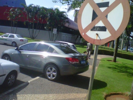 Resultado de imagem para estacionamento irregular  DF