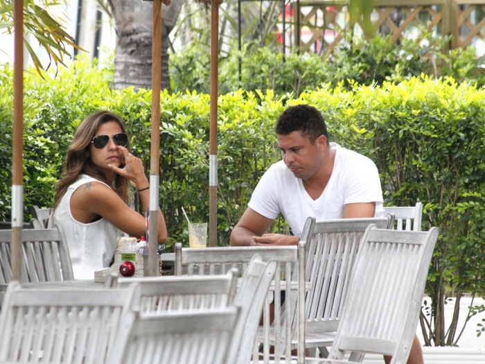 Ronaldo almoça com namorada no Rio de Janeiro - Famosos e TV ...