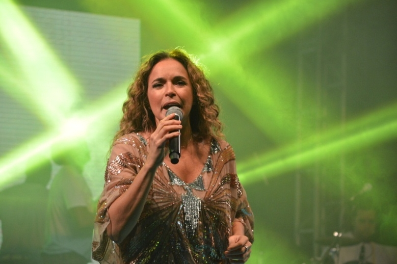 Daniela Mercury &eacute; flagrada aos beijos com namorada de sua ...