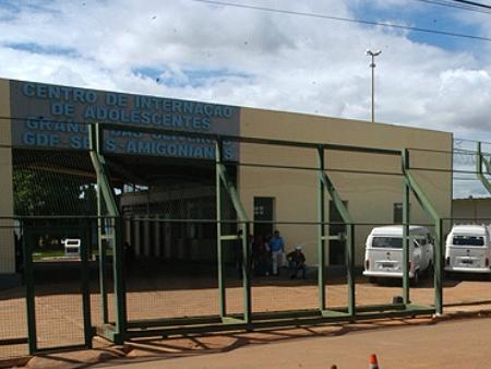 Jovens estavam internados no Ciago. Para fugir, entortaram as grades da cela sem chamar a atenção