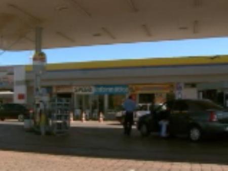 Vítima estava abastecendo a moto neste posto de combustível quando foi abordada