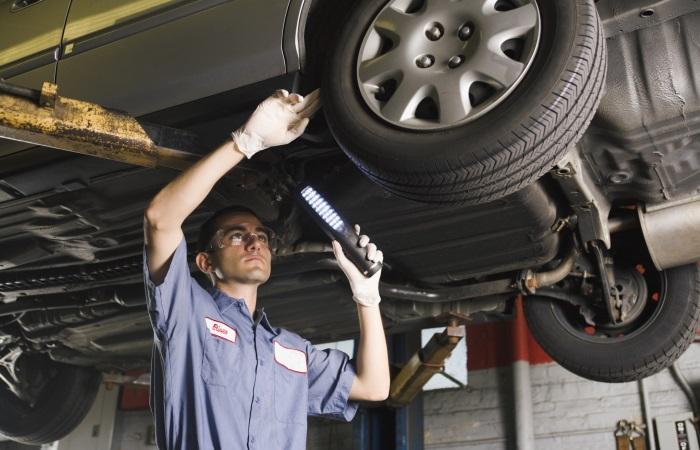 Não importa qual seja a idade do seu carro, guarde todos os comprovantes das manutenções feitas. Quanto mais documentada for a vida do automóvel, mais segu...