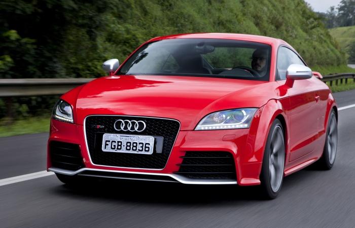 A Audi resolveu comemorar os 15 anos de história do TT em grande estilo: a marca acaba de lançar no País a versão mais rápida de todos os tempos do esporti...