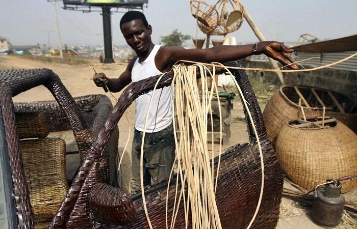 O nigeriano Ojo Obaniyi ficou famoso na África e munidalmente neste início de ano após usar, de forma criativa e inusitada, suas habilidades como artesão....