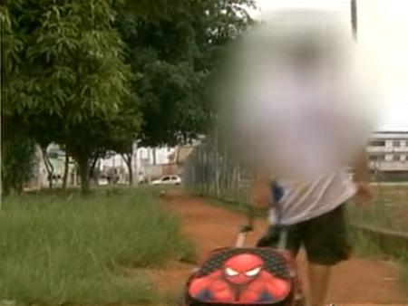 Pai denuncia que filho de 4 anos consegue sair sozinho de escola do DF sem ser percebido