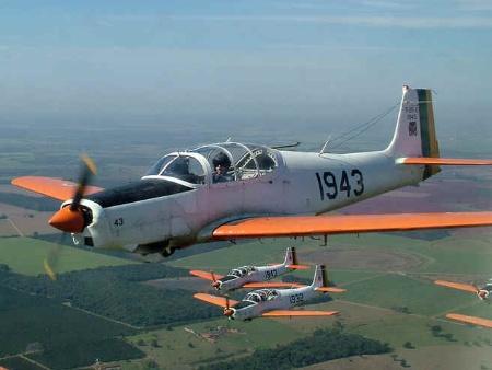Aviões da FAB se chocam no ar e quatro morrem em Pirassununga