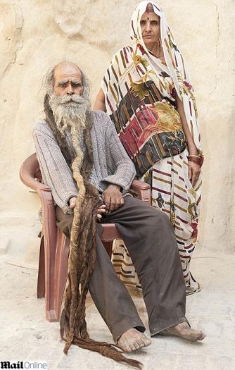 Kailash Singh, o indiano que você vê na foto, decidiu ficar sem tomar banho. Por um dia? Por uma semana? Não! Por 37 anos! Saiba os motivos que o levaram a...