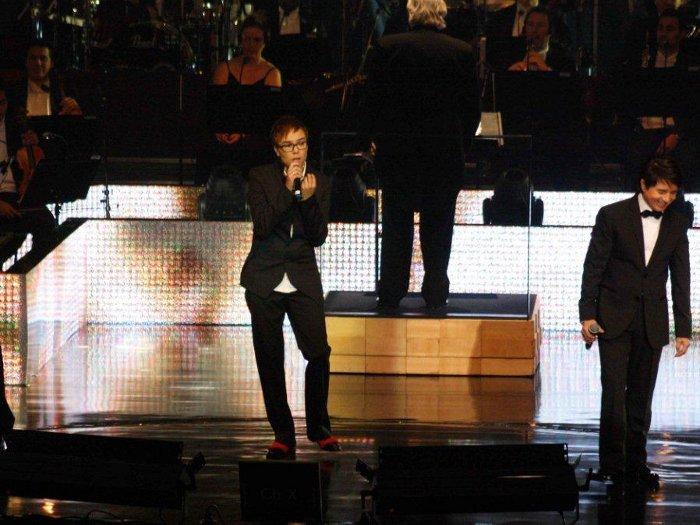 A dupla canta com Maria Gadú