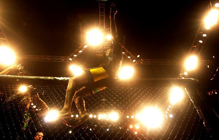 Nocaute garantido e mantendo o cinturão dos pesos médios, Anderson Silva fechou o UFC Rio com chave de ouro