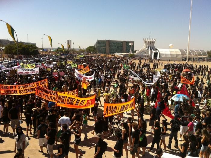 Cerca de 25 mil pessoas participaram nesta quarta-feira (7) da Marcha Contra a Corrupção, em Brasília. Leia mais aqui