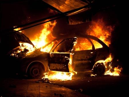 http://i2.r7.com/carro-incendiado-parque-novo-mundo-hg-20110907.jpg