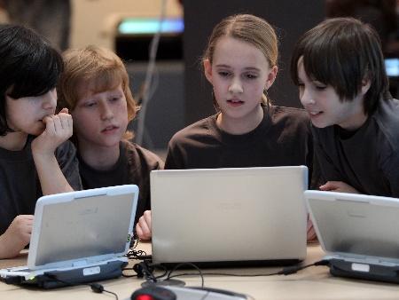 Resultado de imagem para crianças e computadores